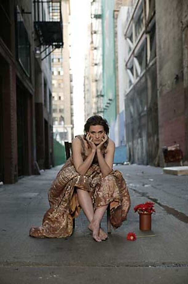 Photo of vocalist Madeleine Peyroux. Datebook#Datebook#SundayDateBook#10-17-2004#ALL#Advance##0422407972