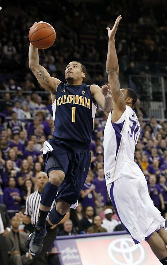 Justin Cobbs drives to the basket as Desmond Simmons defends in the first half. Photo: Elaine Thompson, Associated Press