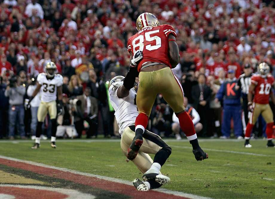 SAN FRANCISCO, CA - JANUARY 14:  Vernon Davis #85 of the San Francisco 49ers catches a 14 yard touchdown pass in the fourth quarter against the New Orleans Saints during the NFC Divisional playoff game at Candlestick Park on January 14, 2012 in San Francisco, California.  (Photo by Jed Jacobsohn/Getty Images) Photo: Jed Jacobsohn, Getty Images