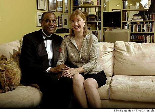 Noah Griffin and Meredith Browning Griffin are photographed on the couch in their Tiburon, Calif., home on Friday, Dec. 12, 2008. Photo: Kim Komenich, The Chronicle