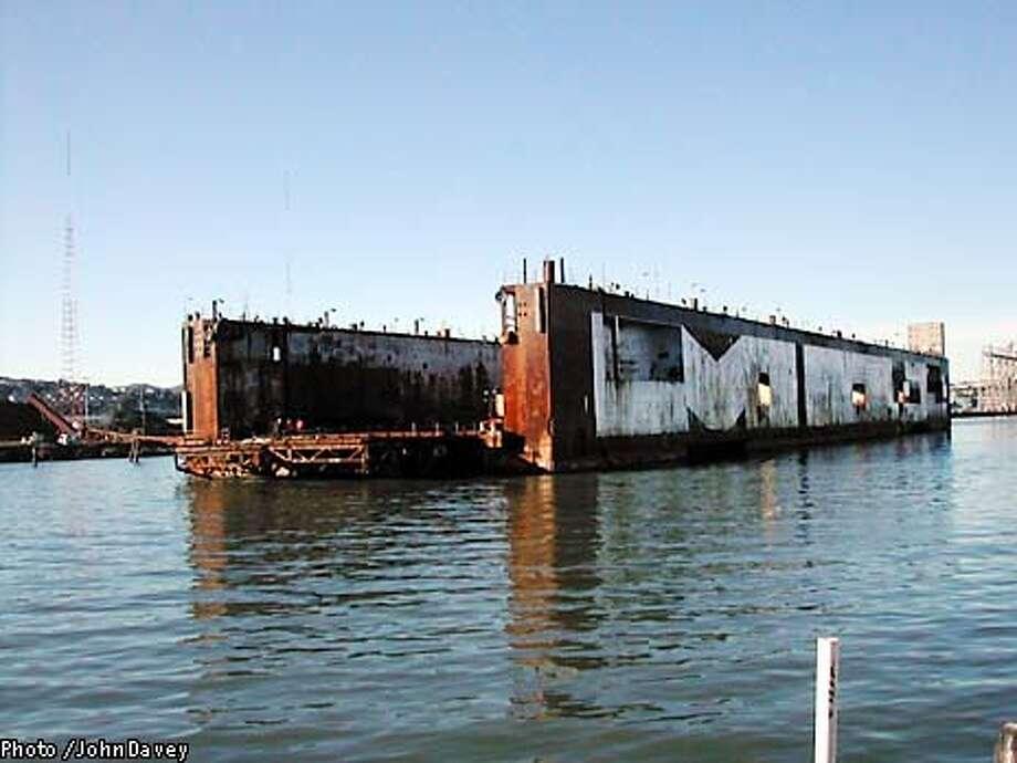M&R01-dock_6/1_B/W Paginated_3star_Metro_A25_full_burr, 8437 Photo: John Davey