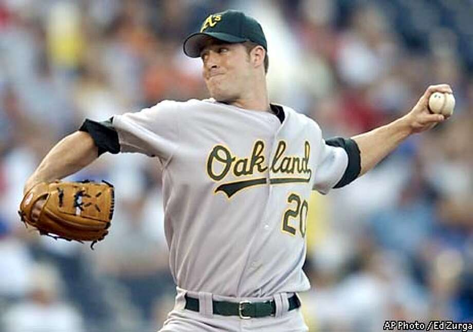 Oakland Athletics starting pitcher Mark Mulder delivers to Kansas City Royals' Desi Relaford in the first inning Thursday, May 29, 2003, in Kansas City, Mo. (AP Photo / Ed Zurga) Photo: ED ZURGA