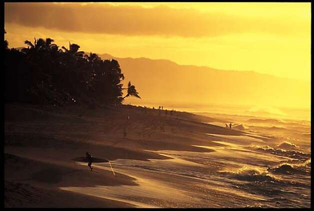 DESTINATION HAWAII / BEDAZZLED BY BIG WAVES / Oahu's North ...