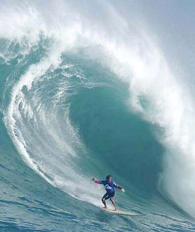 Destination hawaii bedazzled by big waves oahu 39 s north for Bureau quiksilver