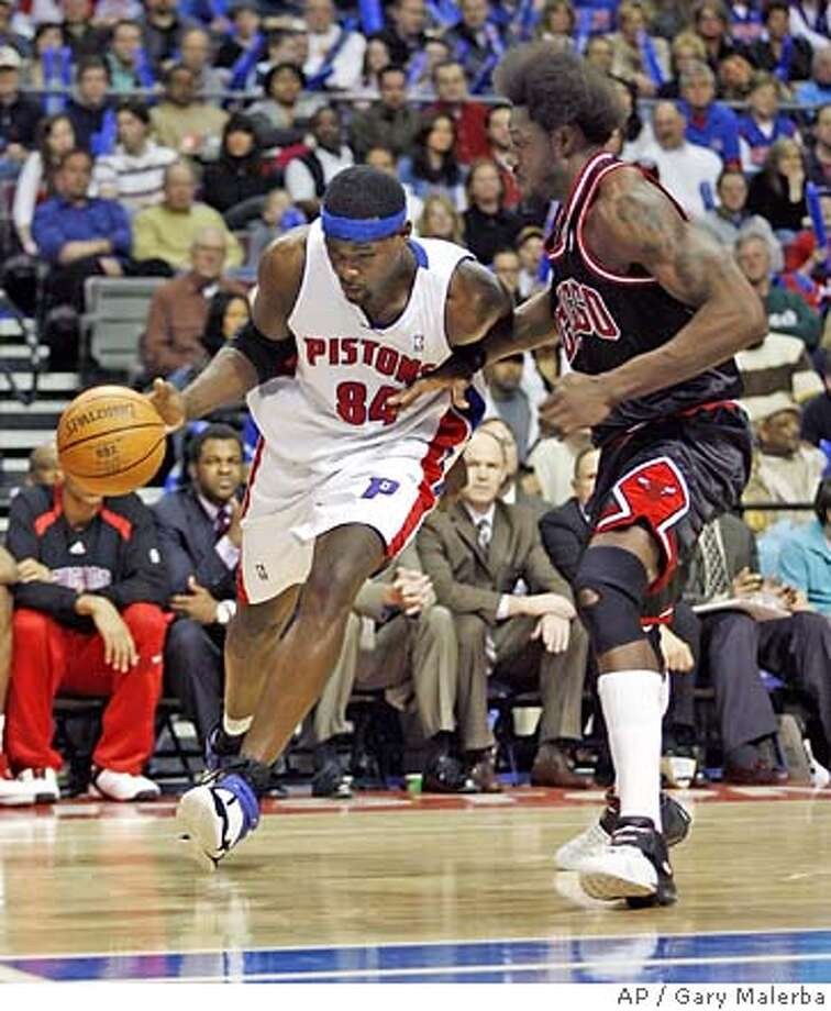 **REMOVES REFERENCE TO WALLACE BEING FROM ENGLAND** Detroit Pistons' Chris Webber (84) drives past Chicago Bulls' Ben Wallace during the second half of the basketball game at the Palace of Auburn Hills in Auburn Hills, Mich on Sunday, Feb. 25, 2007. Detroit went on to win 95-93. (AP Photo/Gary Malerba) **REMOVES REFERENCE TO WALLACE BEING FROM ENGLAND** Photo: Gary Malerba