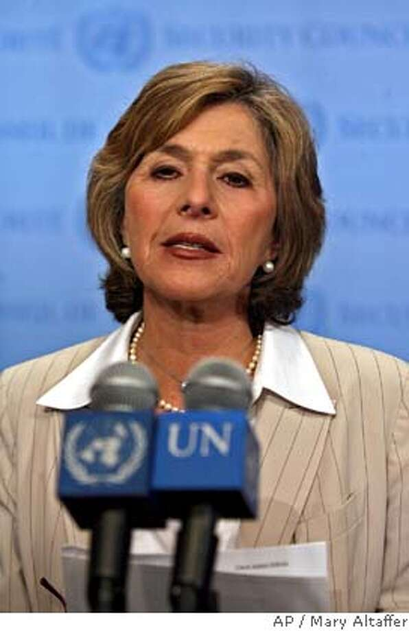 Sen. Barbara Boxer, D-Calif, addresses members of the media about the situation in Darfur at United Nations headquarters, Monday, Sept. 18, 2006. (AP Photo/Mary Altaffer)  Ran on: 09-27-2006  Sen. Barbara Boxer says paper ballots could assuage fraud fears and provide a backup for machines.  Ran on: 09-27-2006 Ran on: 01-13-2007  Barbara Boxer: &quo;You're not going to pay a price {hellip} within immediate family.&quo;  Ran on: 01-13-2007  Barbara Boxer: &quo;You're not going to pay a price {hellip} within immediate family.&quo; Photo: MARY ALTAFFER