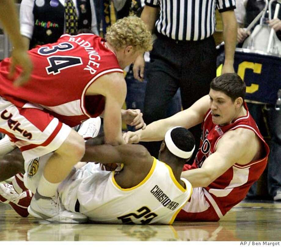 Arizona's Chase Budinger (34) and Bret Brielmaier, right, struggle for possession with California's Patrick Christopher (23) in the first half of a college basketball game Thursday, March 1, 2007, in Berkeley, Calif. (AP Photo/Ben Margot) Photo: Ben Margot