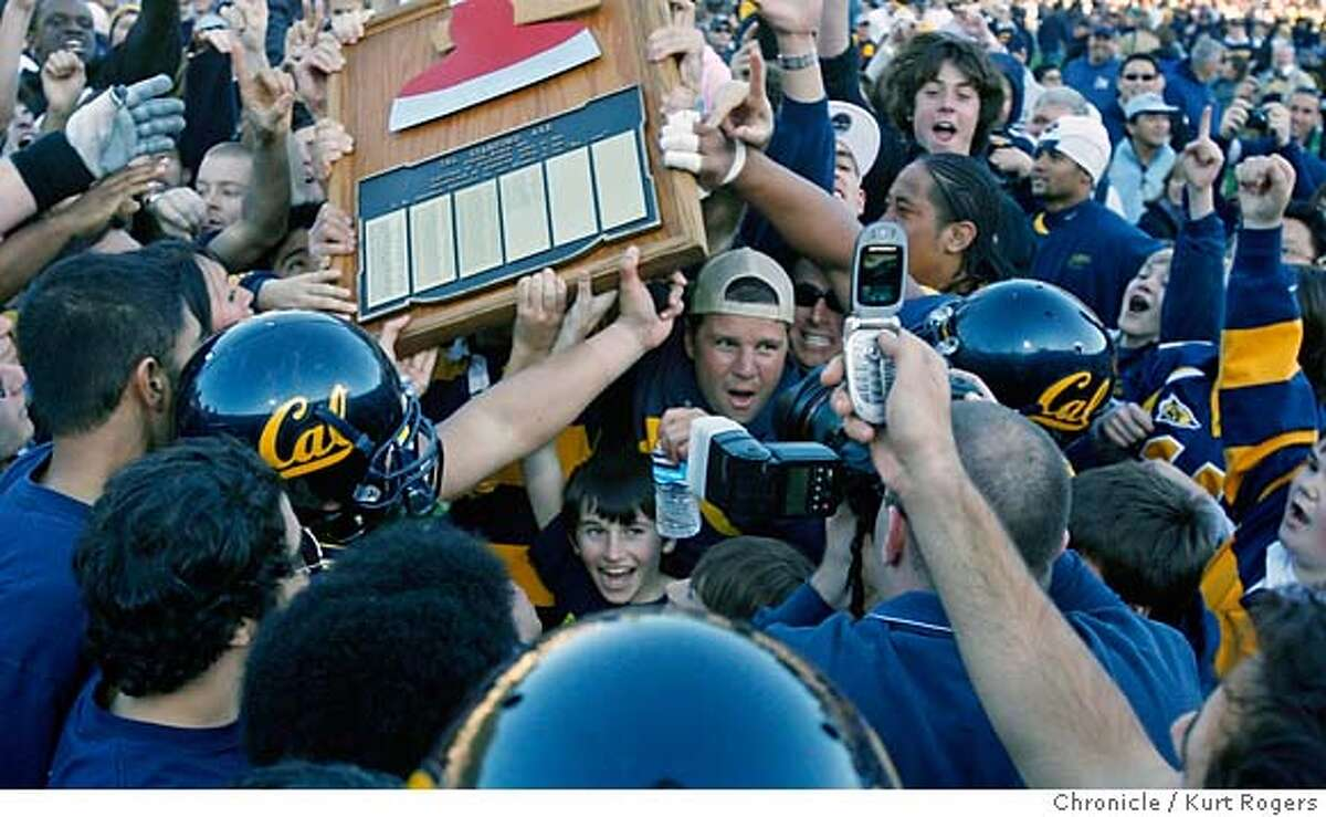 After Cals' 26 -17 wen over Stanfors Cal ran the Stanford Axe around the field. California Golden Bears Vs. Stanford Cardinal The 109th Big Game. SATURDAY DECEMBER 2, 2006 KURT ROGERS/THE CHRONICLE BERKELEY THE CHRONICLE SFC BIGGAME_0844_kr.jpg Ran on: 12-03-2006 Ran on: 12-03-2006 Ran on: 12-03-2006 Ran on: 12-03-2006 MANDATORY CREDIT FOR PHOTOG AND SF CHRONICLE / NO SALES-MAGS OUT