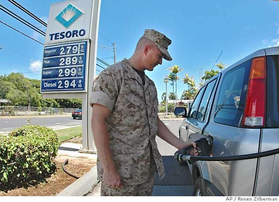 Jim Brewster, a Honolulu resident, fills up his tank in Kailua, Hawaii, Wednesday, August 24, 2005. (AP Photo/Ronen Zilberman) Photo: RONEN ZILBERMAN