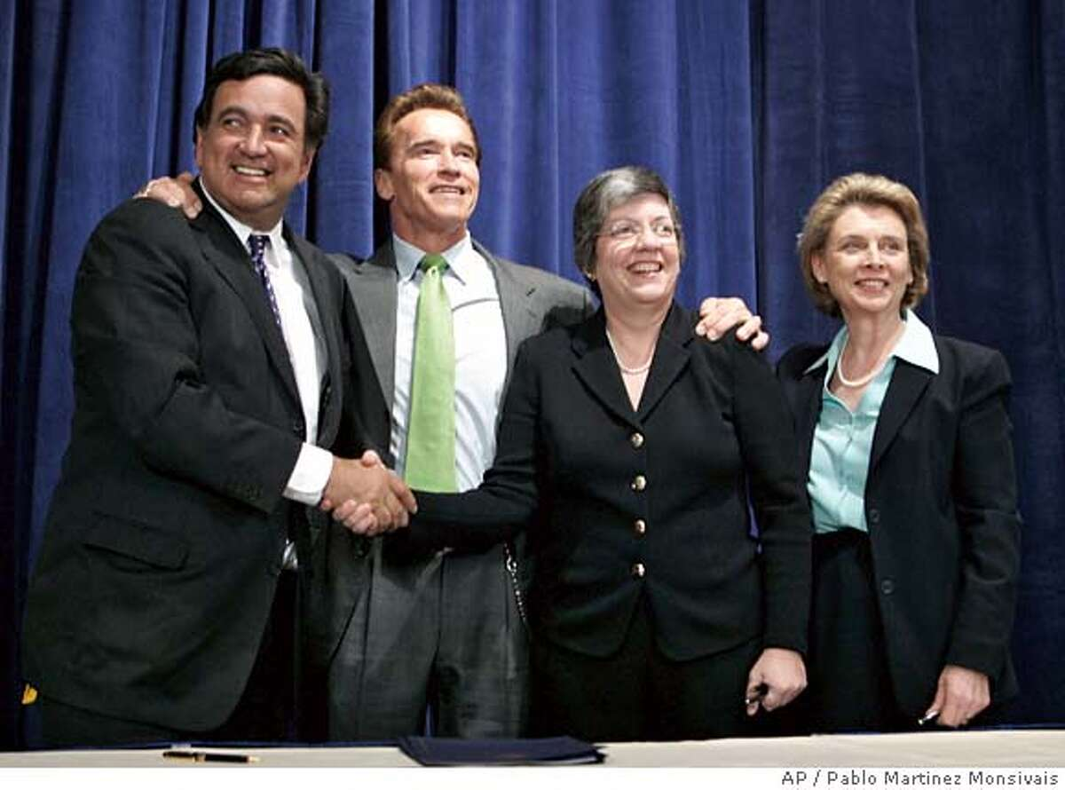 Democratic presidential hopeful, New Mexico Gov. Bill Richardson, left, accompanied by California Gov. Arnold Schwarzenegger, second from left, and Washington Gov. Christine O. Gregoire, right, shakes hands with National Governors Association Chairwoman, Arizona Gov. Janet Napolitano, in Washington, Monday, Feb. 26, 2007, after a signing ceremony for Western Regional Climate Action Initiative on the reduction of greenhouse gas. (AP Photo/Pablo Martinez Monsivais)