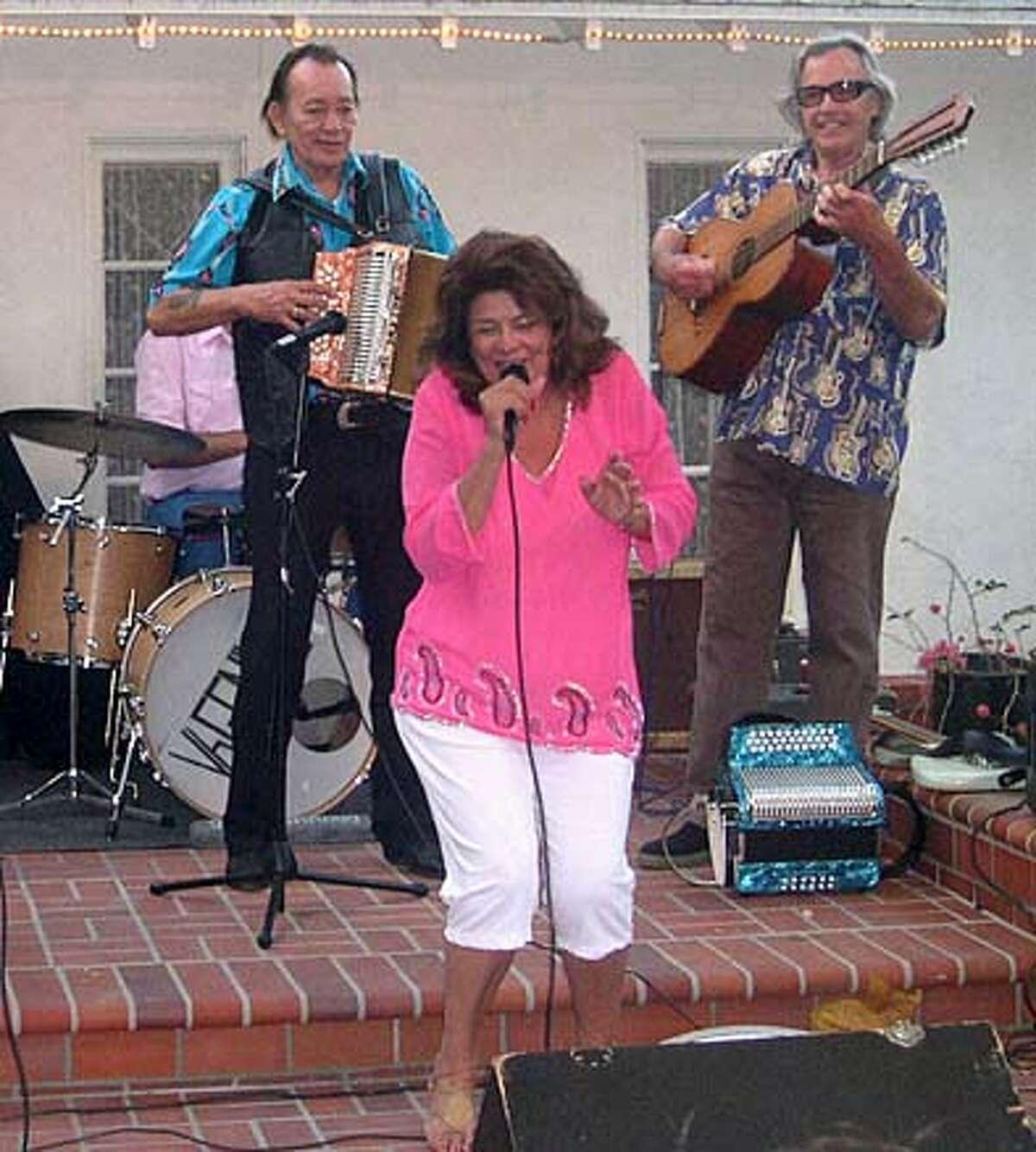 L-R: Flaco Jimenez, Rosella Arvizu, Ry Cooder.