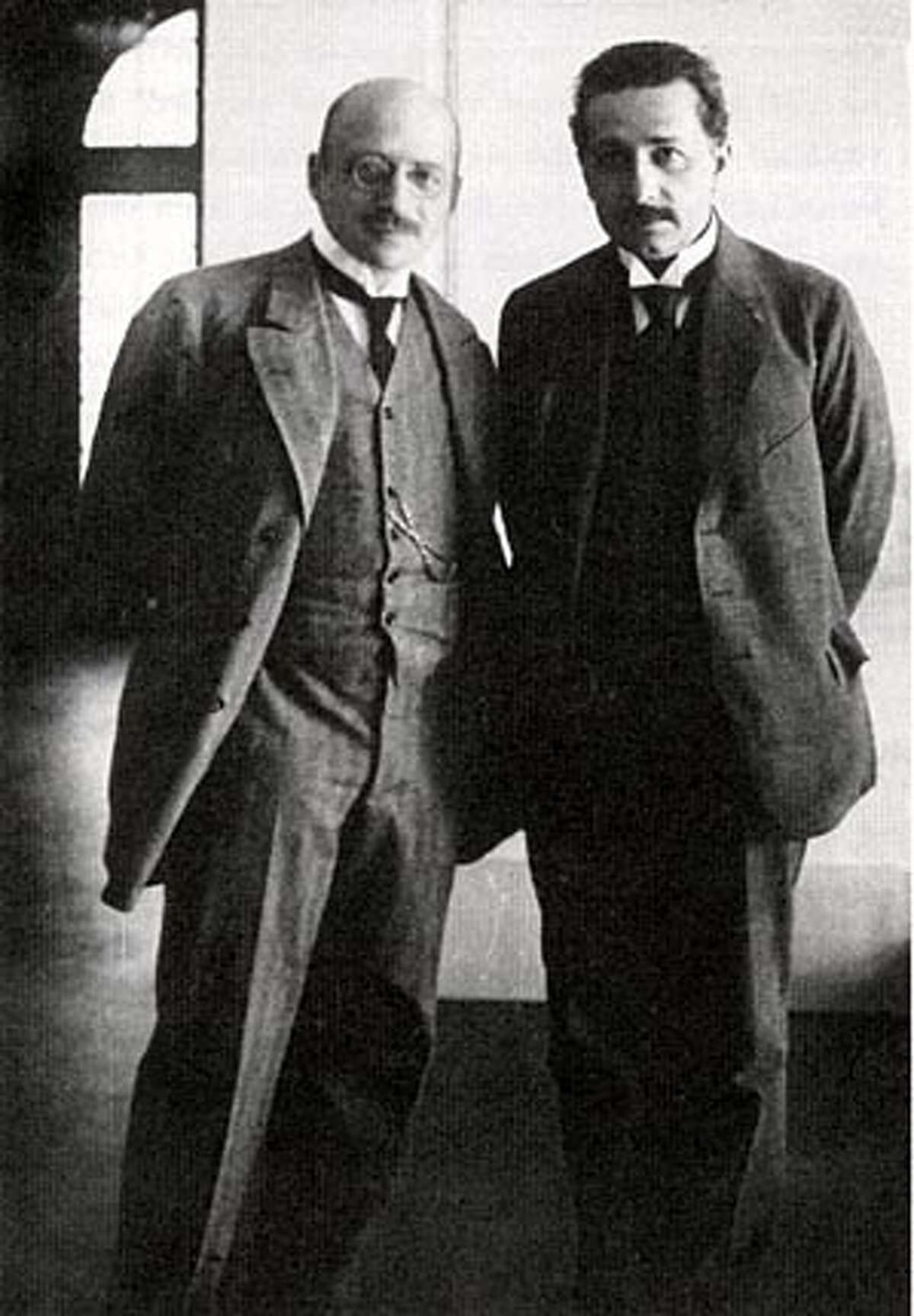 Fritz Haber and Albert Einstein a month before the start of World War II. BookReview#BookReview#Chronicle#08-07-2005#ALL#2star#e6#0423148590