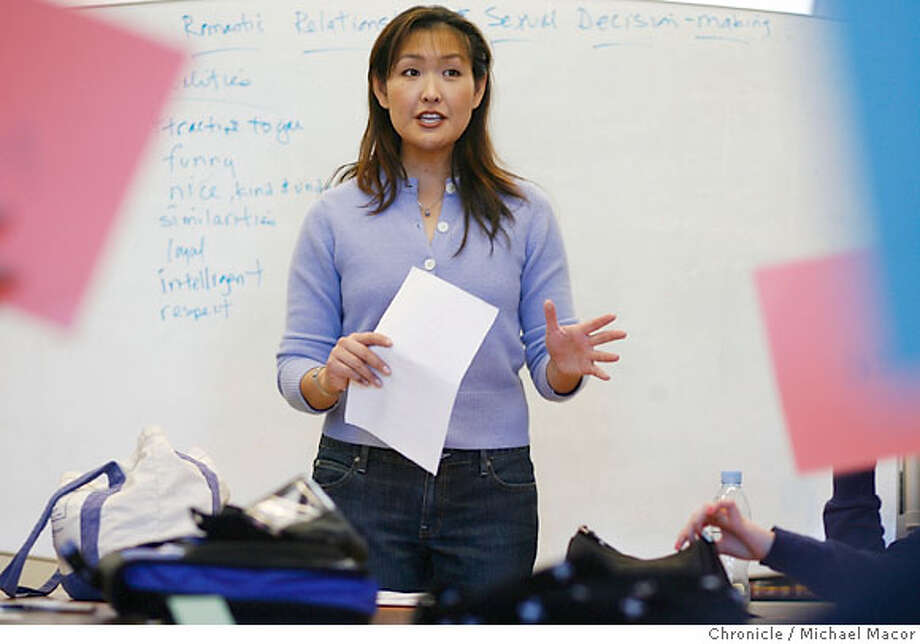 sexed_mag_061_mac.jpg Chen poses a question to students and then asks them to agree or disagree with her statement, by holding up cards. Sex Education expert, Ivy Chen. Teaching an 8th grade class at Archway School in Berkeley. Today's topic, Romantic Relationships & Sexual Decision making. Photographed in, Berkeley, Ca, on 1/17/07. Photo by: Michael Macor/ San Francisco Chronicle Mandatory credit for Photographer and San Francisco Chronicle / Magazines Out Photo: Michael Macor