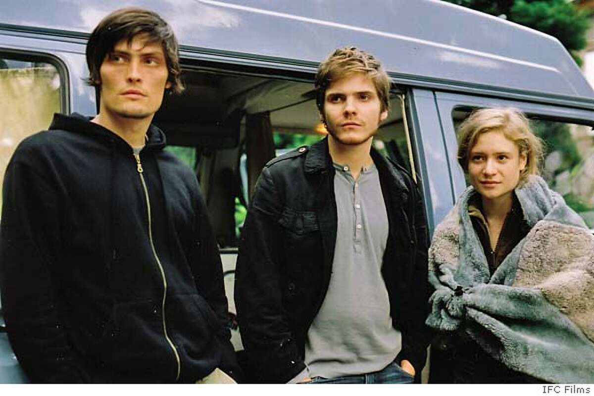 EDUKATORS05 (L-R) Peter (Stipe Erceg), Jan (Daniel Br�hl) and Jule (Julia Jentsch) in a scene from THE EDUKATORS directed by Hans Weingartner. An IFC Films release.