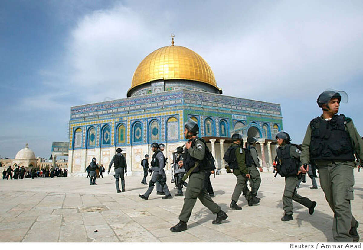 Israeli troops patrol in front of Dome of the Rock after clashes inside al-Aqsa mosque compound in Jerusalem February 9, 2007. Israeli police fired stun grenades at stone-throwing worshippers on Friday around Al-Aqsa mosque, Islam's third holiest shrine, as Palestinian anger over Israeli excavations near the site burst into violence. REUTERS/Ammar Awad (JERUSALEM)