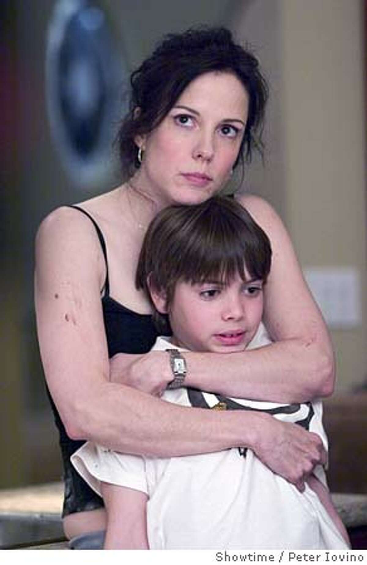 WEEDS05 Mary-Louise Parker as Nancy Botwin and Alexander Gould as Shane Botwin IN Showtime's Weeds. Photo: Peter Iovino/Showtime Photo ID: WEEDS103_00112
