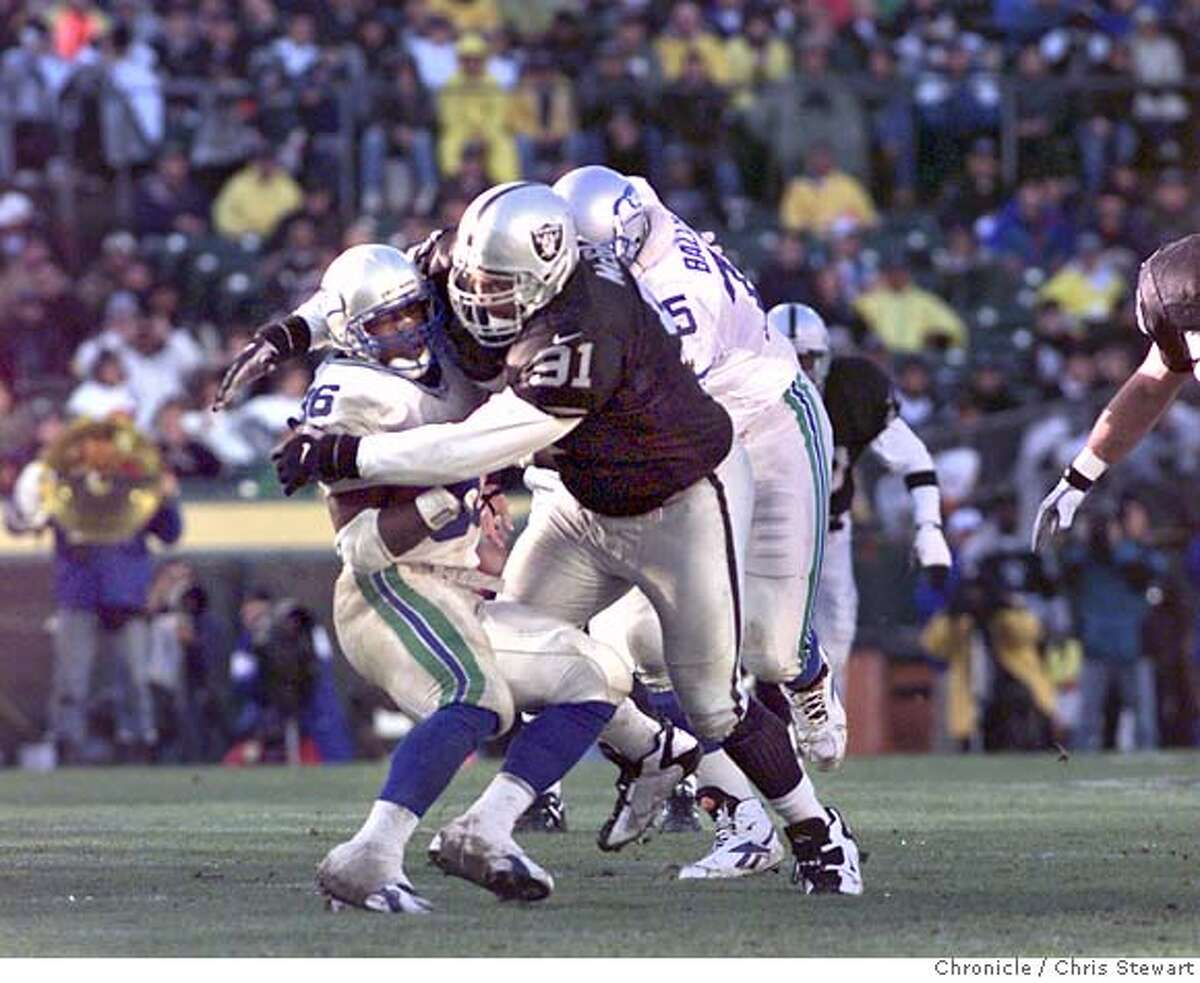 RAIDERS MCGLOCKTON/C/22DEC96/SP/CS - The Raiders defensive tackle Chester McGlockton (91) buries the Seahawks running back Lamar Smith (36). SAN FRANCISCO CHRONICLE PHOTO BY CHRIS STEWART