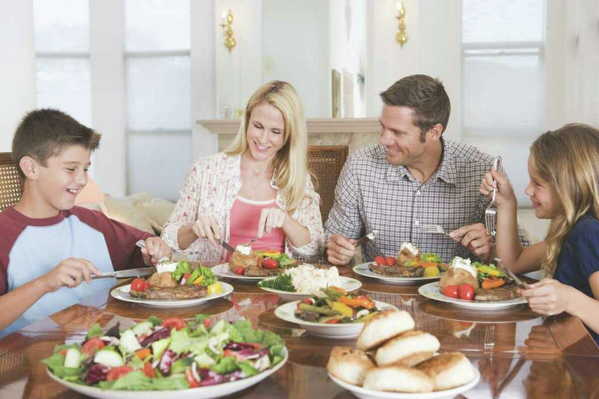 Let's watch out for the whole family's nutrition together. (Fotolia.com)