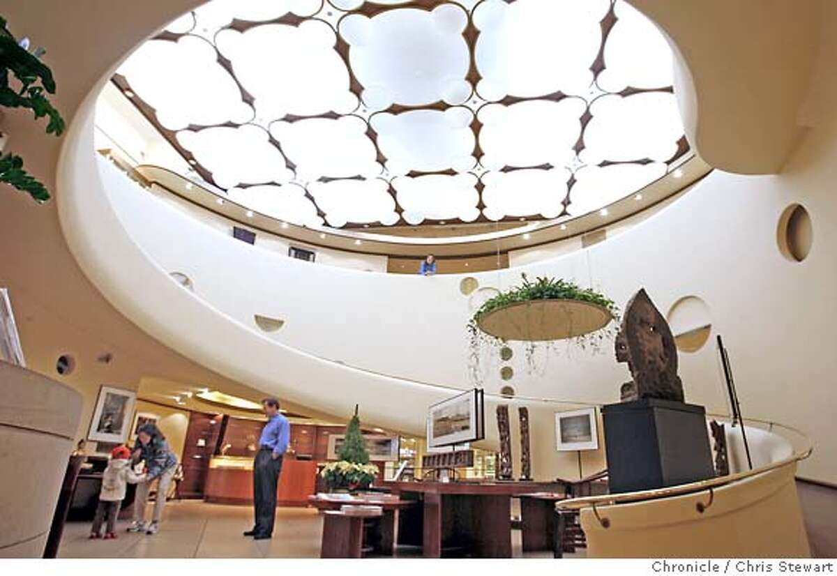 streetdate21_0063_cs.jpg Xanadu Gallery, designed by Frank Lloyd Wright, at 140 Maiden Lane, San Francisco for the Ninety-Six Hours Streetdate feature. Chris Stewart / The Chronicle Ran on: 12-21-2006 San Franciscos Maiden Lane boasts an array of art galleries, bridal salons and outdoor bistros, top. Check out the Xanadu Gallery, above, an international folk art gallery housed in a building designed by Frank Lloyd Wright.