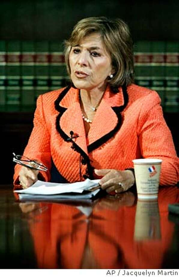 Sen. Barbara Boxer, D-Calif., the incoming chairman of the Senate Environment Committee, takes part in an interview with The Associated Press in Washington, Tuesday, Dec. 5, 2006. (AP Photo /Jacquelyn Martin)  Ran on: 12-06-2006  Sen. Barbara Boxer wants governor, two lawmakers &quo;to come and tell America that this can be done.&quo;  ALSO Ran on: 01-12-2007 Ran on: 01-12-2007 Photo: JACQUELYN MARTIN