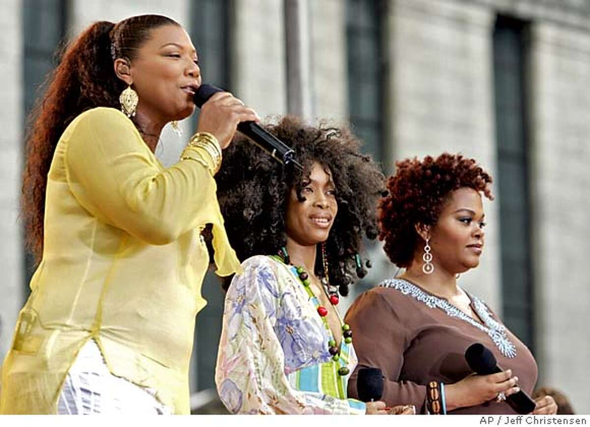 Singers Queen Latifah, left, Erkah Badu, and Jill Scott, right, perform on ABC's