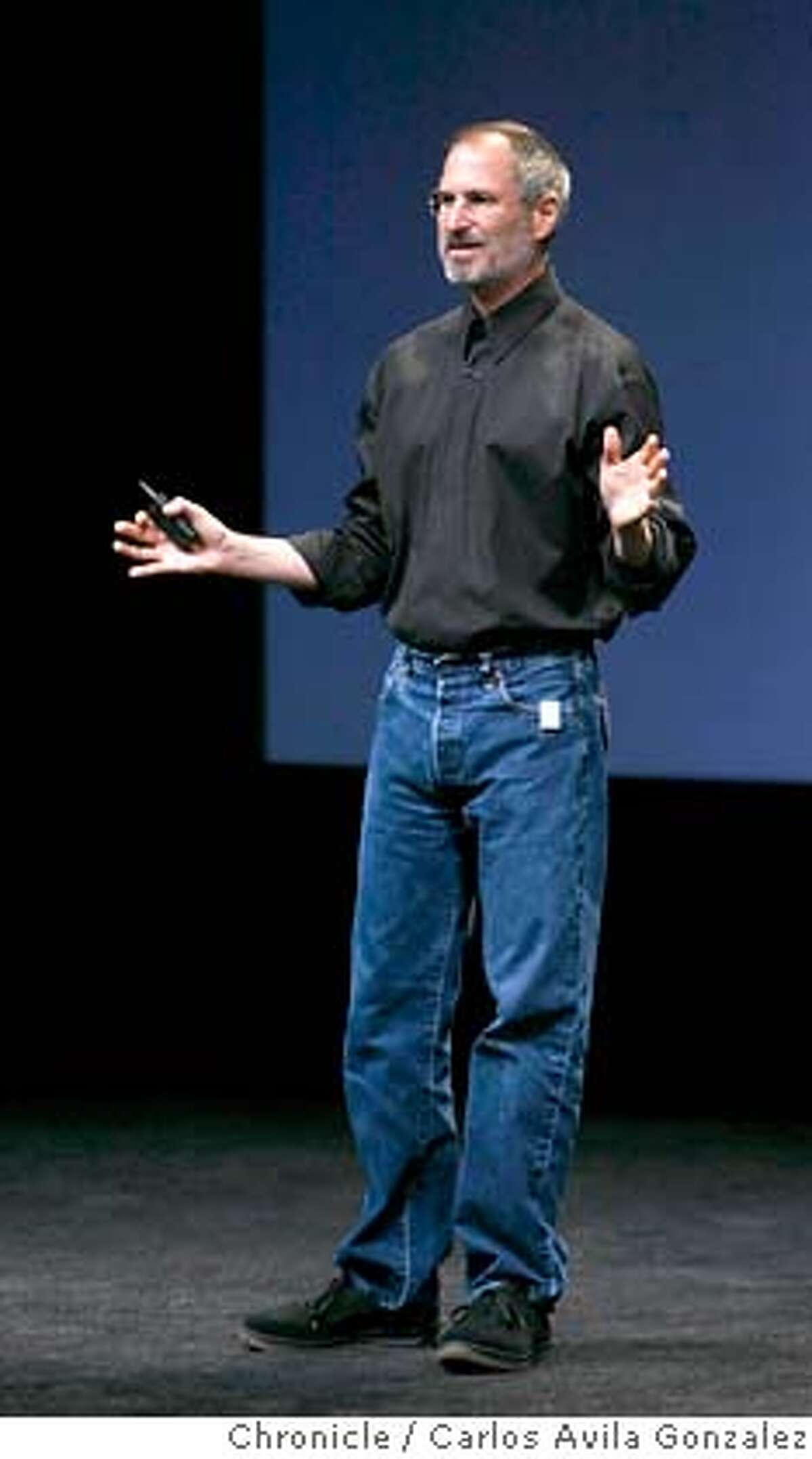 APPLE13_010_CAG.JPG Steve Jobs speaks to the audience wearing one of the new iPod Shuffles on his pants pocket. Apple unveils its latest iPod and iTunes upgrades and devices at a special event Tuesday, September 12, 2006, in San Francisco, Ca. Photo by Carlos Avila Gonzalez/The San Francisco Chronicle Photo taken on 9/12/06, in San Francisco, CA, USA **All names cq (source) Ran on: 10-05-2006 Ran on: 10-05-2006 Ran on: 01-13-2007 Steve Jobs and Apple are being scrutinized. Ran on: 01-13-2007 MANDATORY CREDIT FOR PHOTOG AND SAN FRANCISCO CHRONICLE/ -MAGS OUT