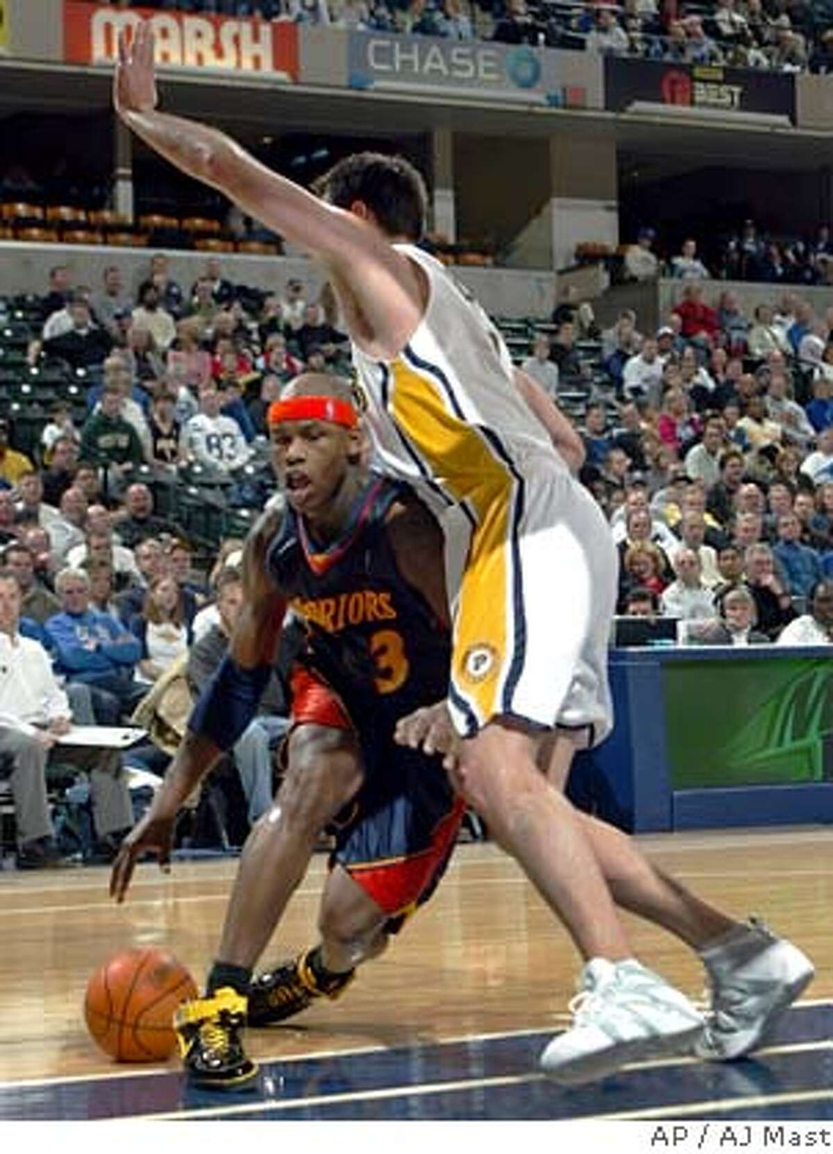 Golden State Warriors Al Harrington, left, drives under the defense of Indiana Pacers' Jeff Foster in the third quarter of an NBA basketball game in Indianapolis, Monday, Feb. 5, 2007. The Warriors won 113-98. (AP Photo/AJ Mast)