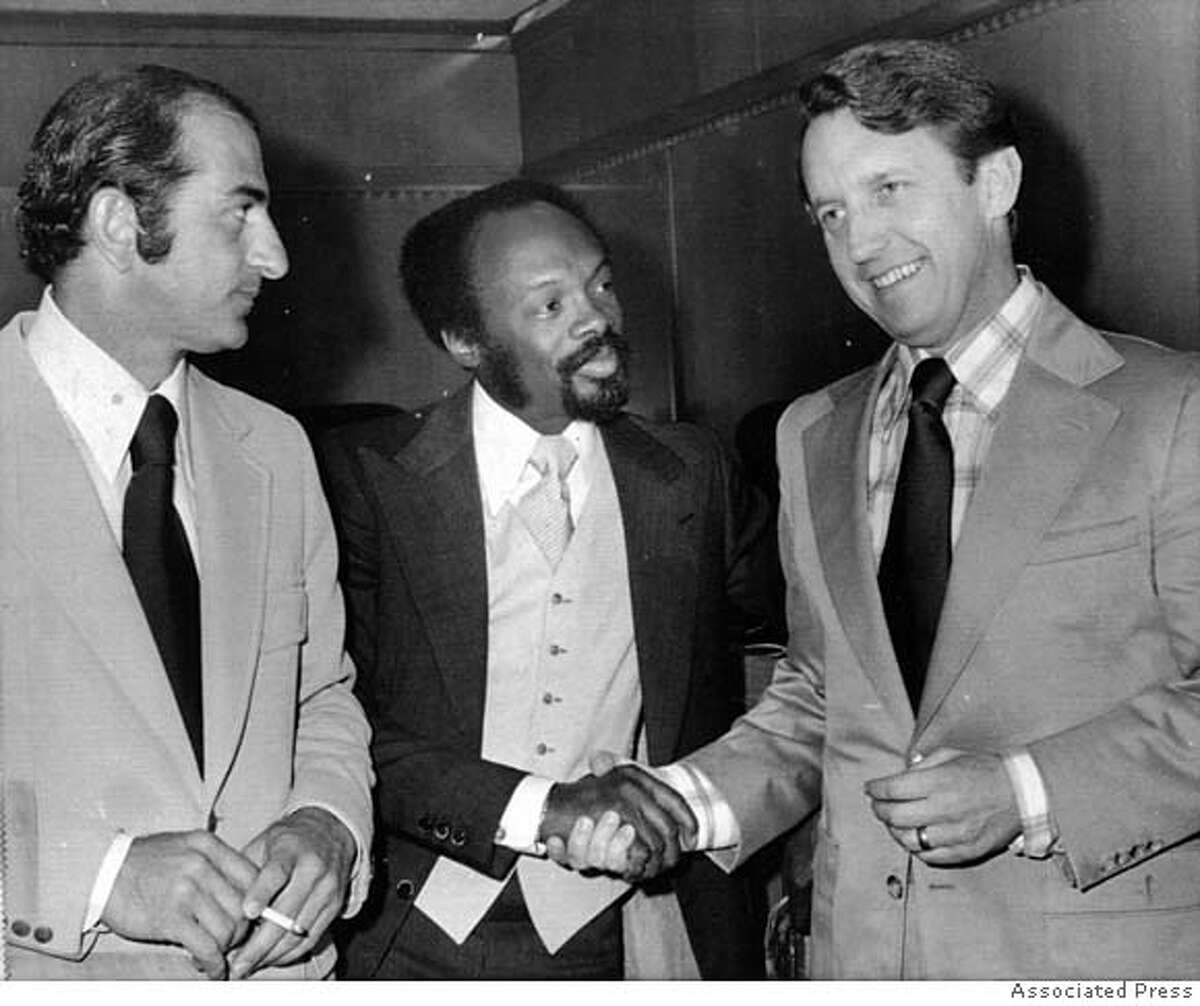 obits06 Photo of (from left): California Assemblymen Bob Moretti, Willie Brown, and Leo McCarthy. Wed. June 19, 1974. MANDATORY CREDIT FOR PHOTOG AND SF CHRONICLE/ -MAGS OUT