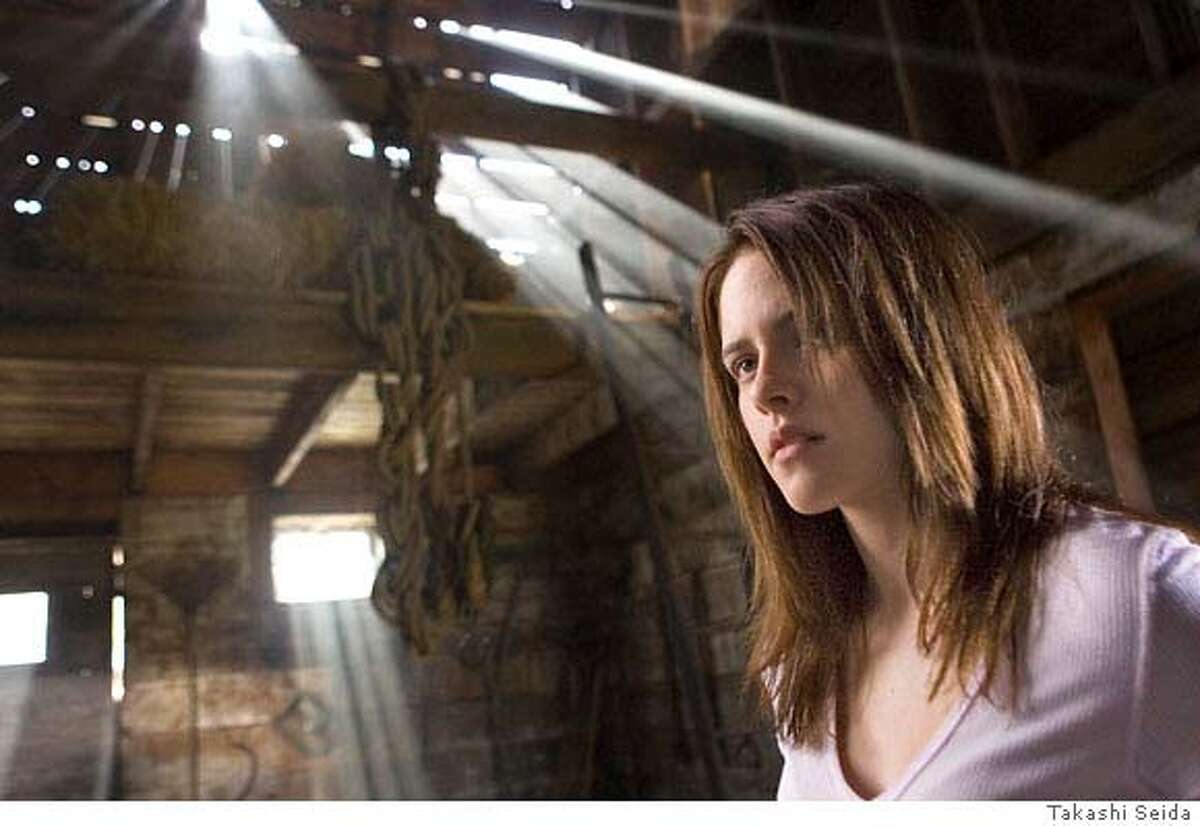 Kristen Stewart stars in Columbia Pictures, Screen Gems and Ghost House Pictures� new thriller THE MESSENGERS. Photo by: Takashi Seida **ALL IMAGES ARE PROPERTY OF SONY PICTURES ENTERTAINMENT INC. FOR PROMOTIONAL USE ONLY. SALE, DUPLICATION OR TRANSFER OF THIS MATERIAL IS STRICTLY PROHIBITED.