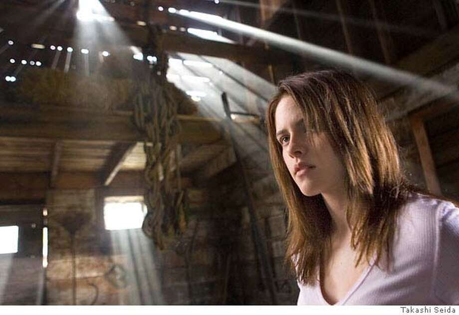 Kristen Stewart stars in Columbia Pictures, Screen Gems and Ghost House Pictures� new thriller THE MESSENGERS.  Photo by: Takashi Seida **ALL IMAGES ARE PROPERTY OF SONY PICTURES ENTERTAINMENT INC. FOR PROMOTIONAL USE ONLY. SALE, DUPLICATION OR TRANSFER OF THIS MATERIAL IS STRICTLY PROHIBITED. Photo: Takashi Seida
