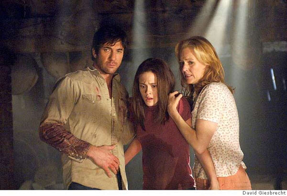 Dylan McDermott, Kristen Stewart and Penelope Ann Miller star in Columbia Pictures, Screen Gems and Ghost House Pictures� new thriller THE MESSENGERS. Photo by: David Giesbrecht **ALL IMAGES ARE PROPERTY OF SONY PICTURES ENTERTAINMENT INC. FOR PROMOTIONAL USE ONLY. SALE, DUPLICATION OR TRANSFER OF THIS MATERIAL IS STRICTLY PROHIBITED.