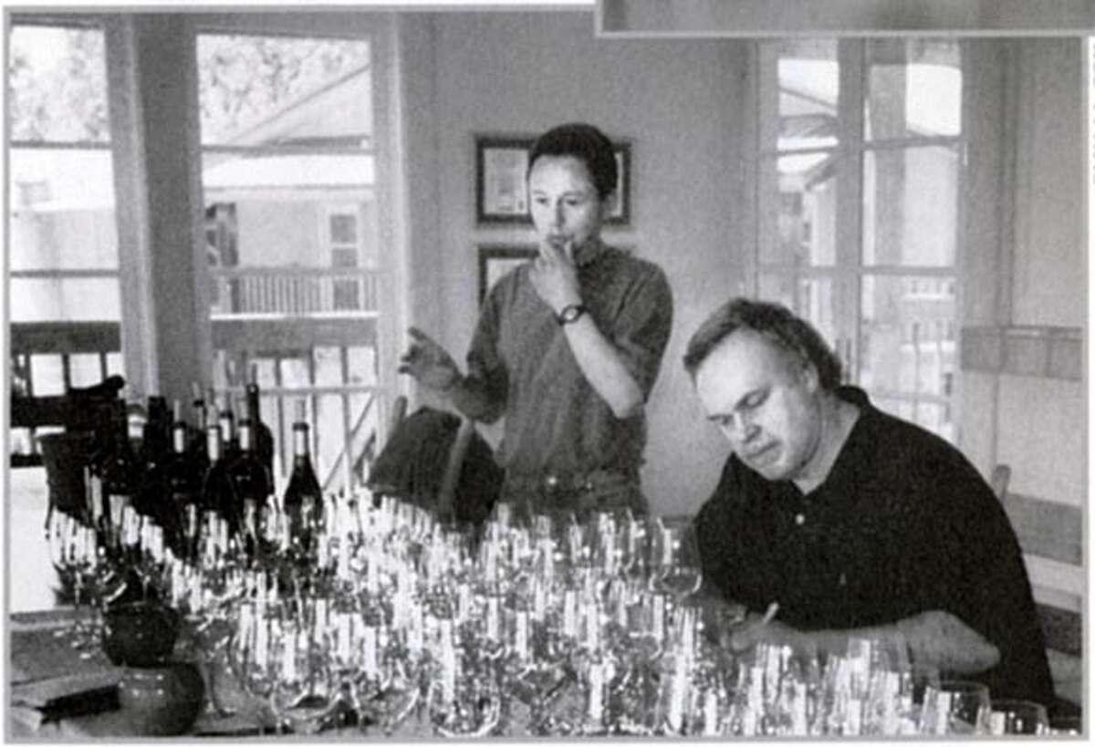 Robert M. Parker tasting at Shafer Vineyards in the Napa Valley with winemaker Elias Fernandez, May 2002 BookReview#BookReview#Chronicle#07-31-2005#ALL#2star#e4#0423127401