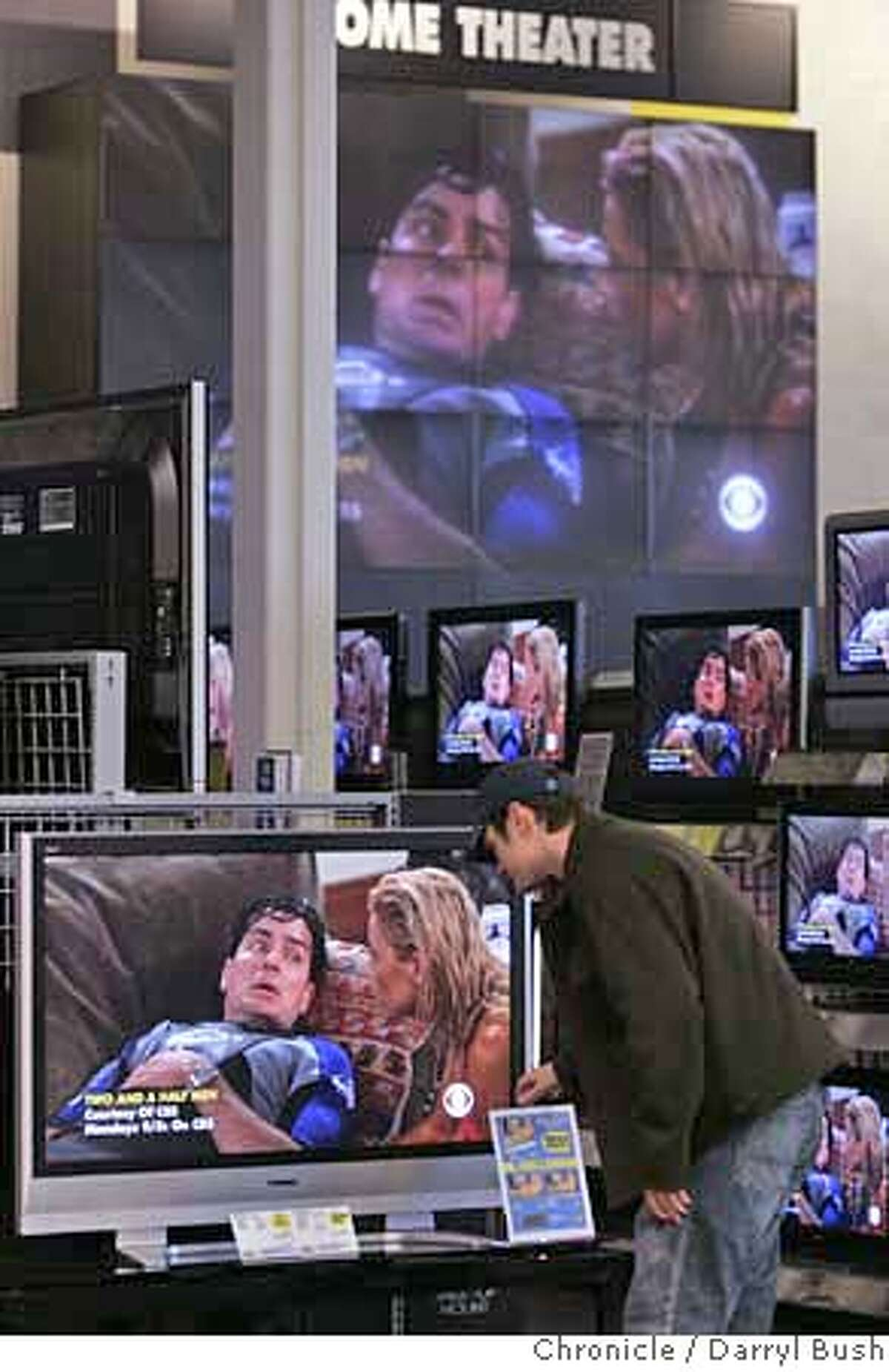 flatpanal03_0004_db.JPG Jeff Chandler of Pacifica, looks at a flat panal TV at Best Buy on Harrison St. in San Francisco, CA, on Friday, February, 2, 2007. photo taken: 2/2/07 Darryl Bush / The Chronicle ** Jeff Chandler (cq) MANDATORY CREDIT FOR PHOTOG AND SF CHRONICLE/ -MAGS OUT