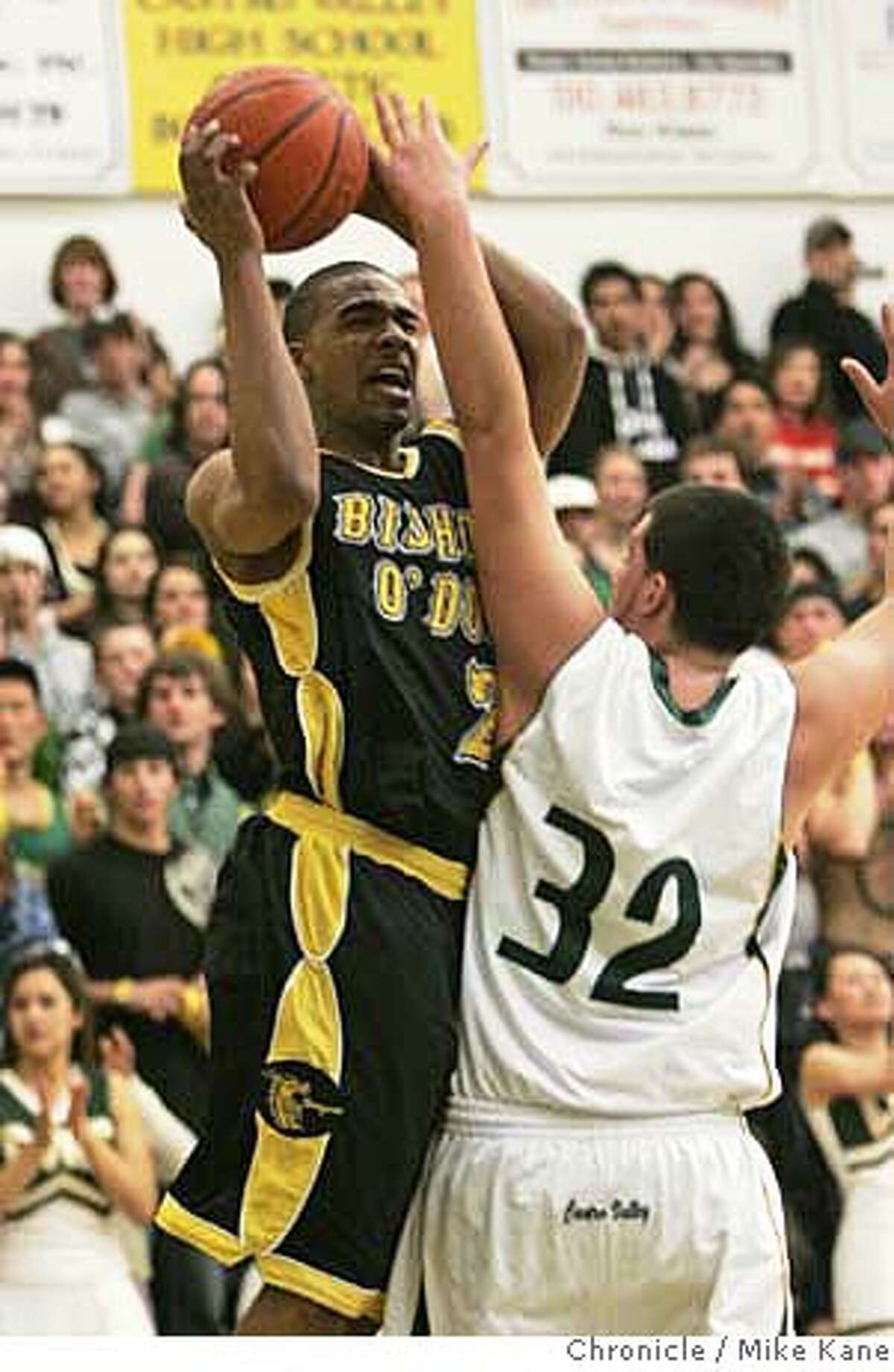 ODOWD_0048_MBK.jpg Bishop O'Dowd's Brandon Walker (in black) versus Castro Valley High School's Nick Koury @ Castro Valley. photo taken: 2/2/07 Mike Kane / The Chronicle ** MANDATORY CREDIT FOR PHOTOG AND SF CHRONICLE/ -MAGS OUT