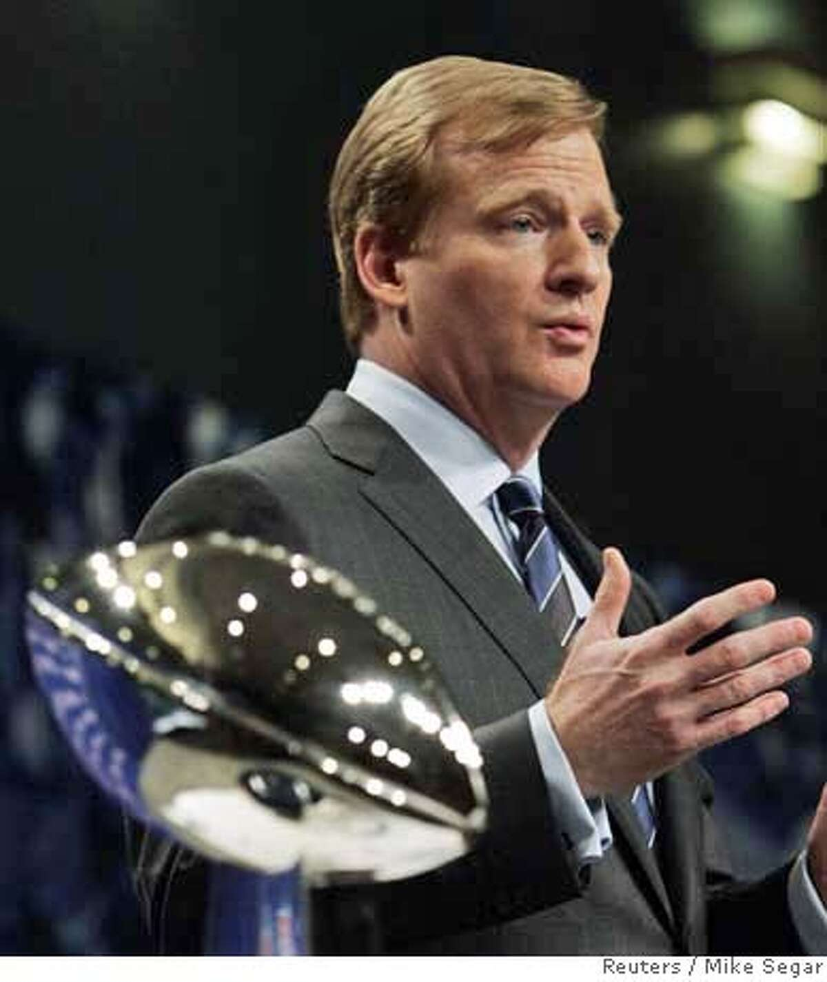 NFL Commissioner Roger Goodell speaks to reporters in Miami Beach, Florida February 2, 2007. The Chicago Bears will play the Indianapolis Colts in Super Bowl XLI on Sunday. REUTERS/Mike Segar (UNITED STATES) 0