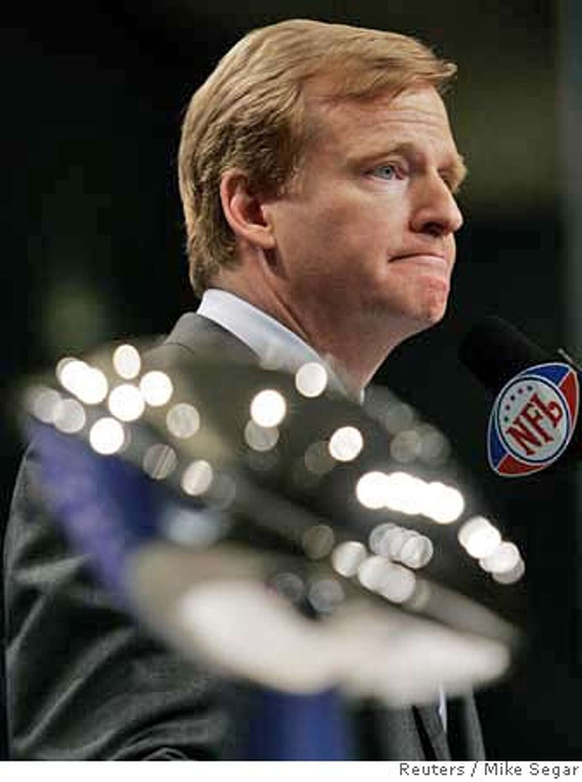 NFL Commissioner Roger Goodell speaks to reporters in Miami Beach, Florida February 2, 2007. The Super Bowl XLI will be played on Sunday. REUTERS/Mike Segar (UNITED STATES) 0