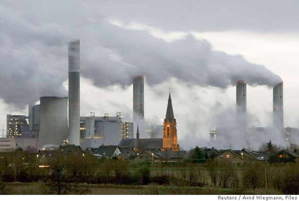 The village of Gusdorf, west of Cologne, is pictured in front of the lignite-fired power plant Frimmersdorf of German RWE AG energy company in this December 3, 2006 file photo. The Intergovernmental Panel on Climate Change (IPCC) February 2, 2007, released its long-awaited report assessing the human link to pollution, global warming and climate change. REUTERS/Arnd Wiegmann/Files (GERMANY) 0