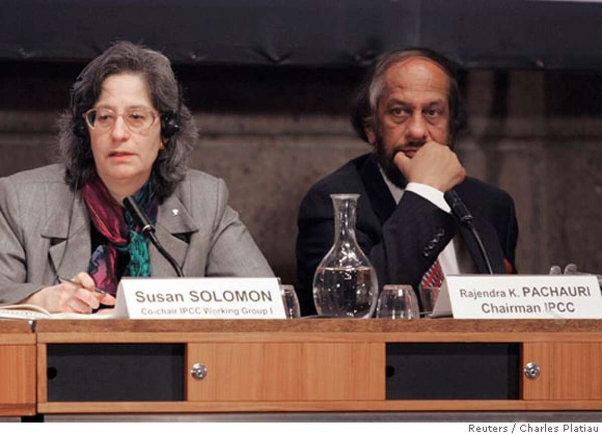 Rajendra K. Pachauri (R), Chairman of the Intergovernmental Panel on Climate Change (IPCC), and Susan Solomon, Co-chair of IPCC Working Group 1, attend a news conference at UNESCO to present their report on the human link to pollution, global warming and climate change in Paris February 2, 2007. REUTERS/ Charles Platiau (FRANCE)