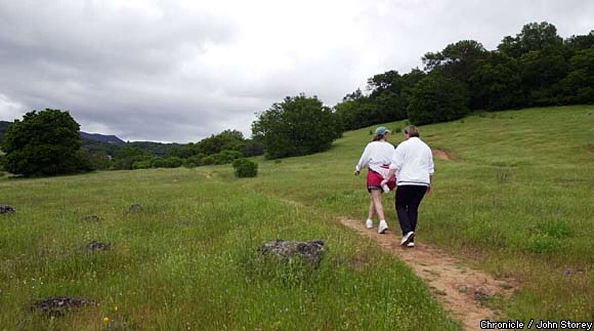 NBTRAIL-C-11APR03-NF-JRS-Story about the Sonoma Overlook Trail in Sonoma.A couple of women enjoy the trail. Chronicle photo by John Storey.