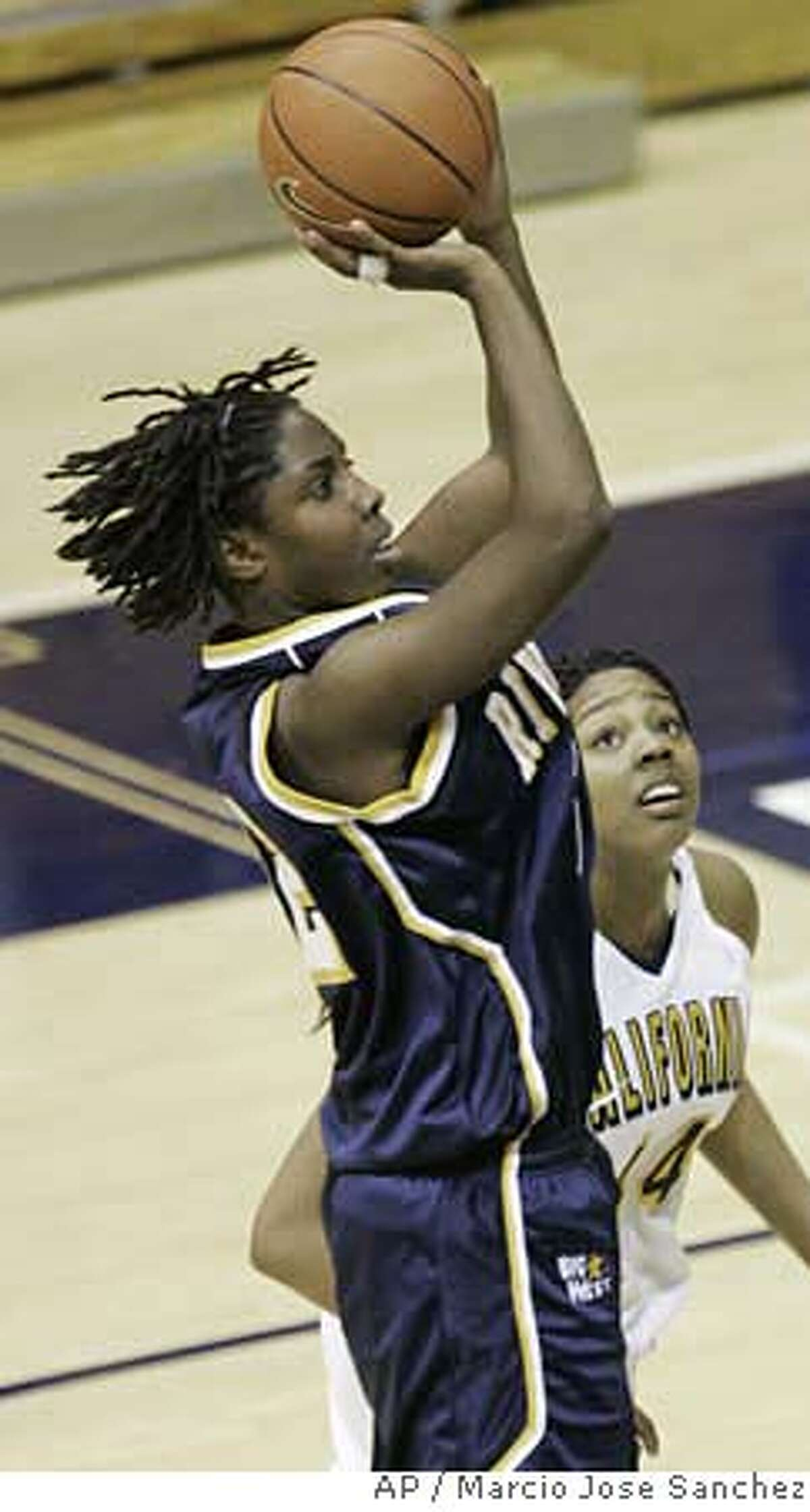 UC Riverside's Amber Cox, top, scores over California's Ashley Walker in the second half of a basketball game in Berkeley, Calif., Wednesday, Jan. 31, 2007. California won 58-51. (AP Photo/Marcio Jose Sanchez)