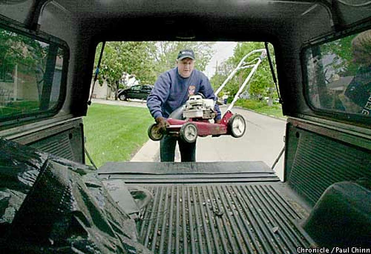 Ed Gaede loaded up his old lawn mower into the back of his pickup. The Pleasant Hill resident will trade in his 20-year-old gas-powered mower for an environmentally friendly electric model as part of a BAAQMD exchange program. PAUL CHINN/SF CHRONICLE