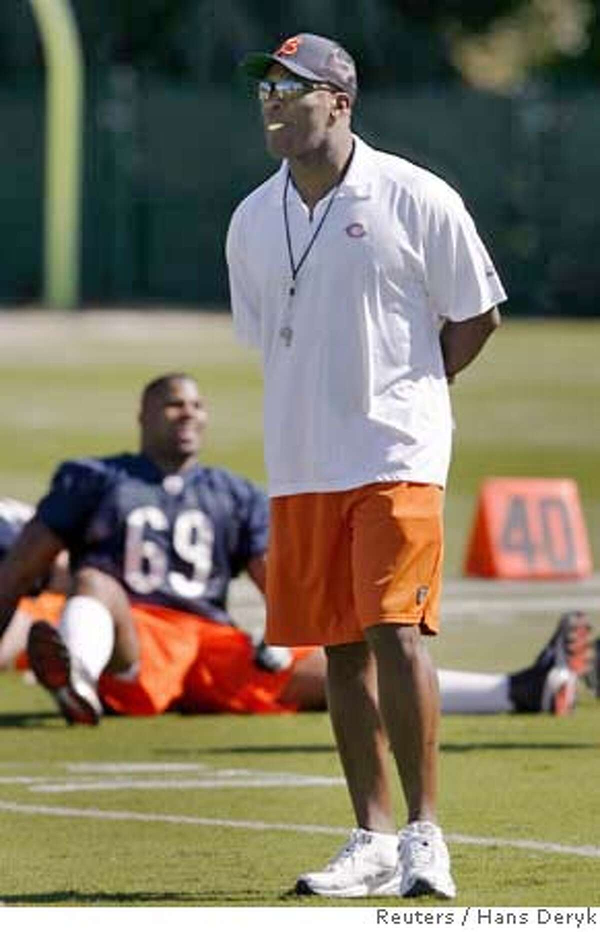 Chicago Bears head coach Lovie Smith watches his team stretch during their first practice at University of Miami campus in Coral Gables, Florida January 29, 2007. The Bears are preparing for Super Bowl XLI against the Indianapolis Colts on February 4. REUTERS/Hans Deryk (UNITED STATES)