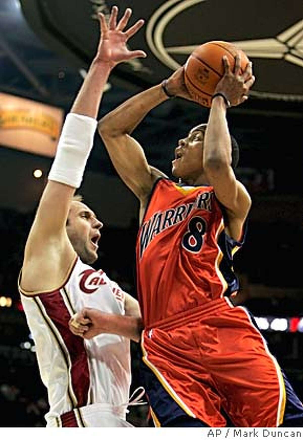 Golden State Warriors' Monta Ellis, right, shoots over Cleveland Cavaliers' Zydrunas Ilgauskas, of Lithuania, during the first quarter of an NBA basketball game, Tuesday, Jan. 30, 2007, in Cleveland. (AP Photo/Mark Duncan)