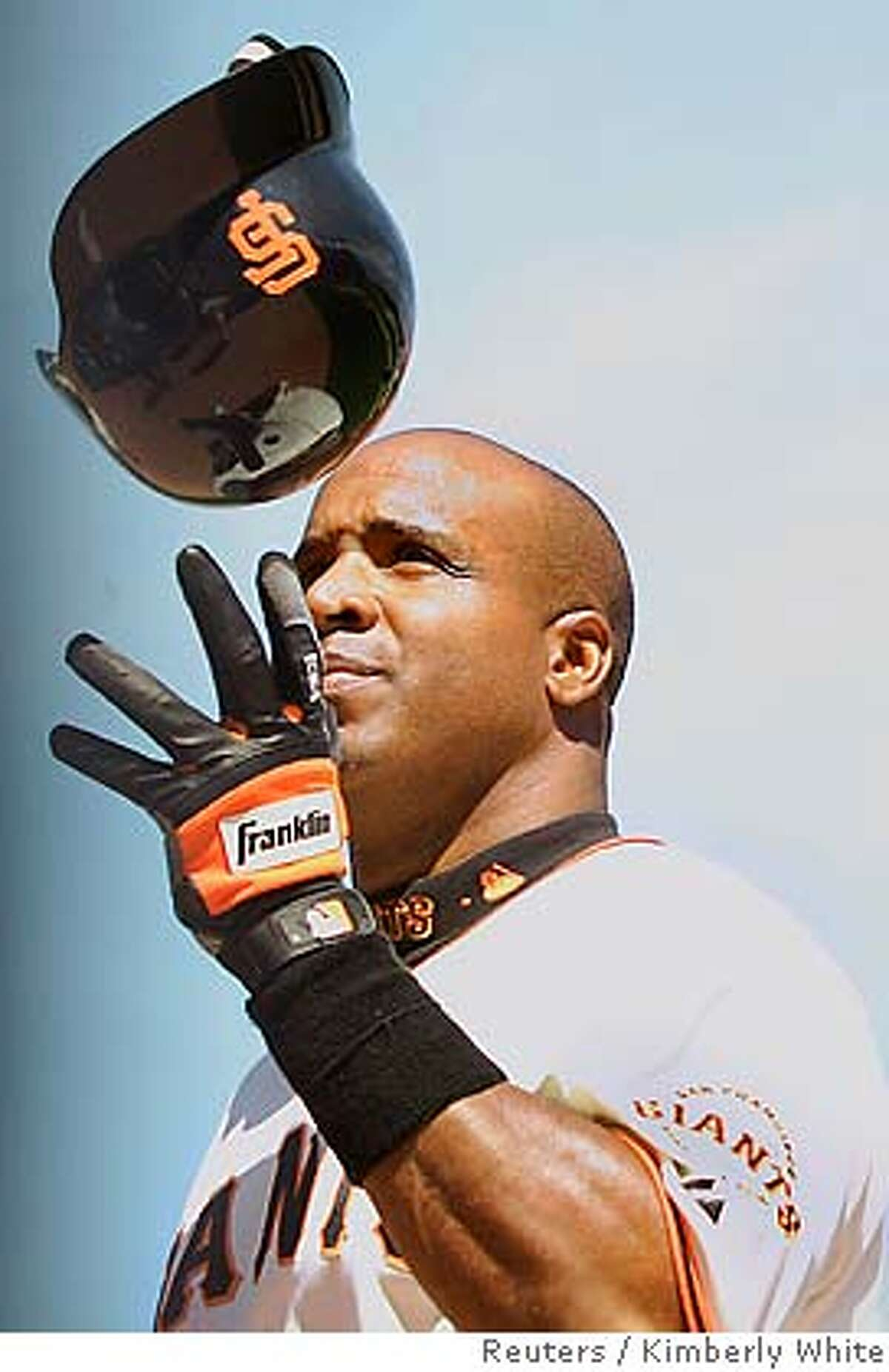 San Francisco Giants' Barry Bonds throws his helmet in the air after flying out in the eighth inning off of Chicago Cubs pitcher Will Ohman during a National League baseball game in San Francisco, California, in this file image taken May 11, 2006. Bonds and the Giants agreed to a one-year contract on January 29, 2007. REUTERS/Kimberly White/Files (UNITED STATES)
