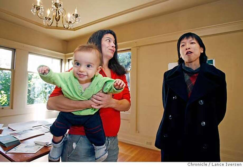 FIXEROPEN_0984.JPG  Anne Marie Beck from Oakland and one of her two-twin sons Austen 8 mo old chat with Arleta Chang from Jarvis Architects. Real Estate agent Maureen Kennedy held a open house over the weekend for a total fixer-upper in Piedmont selling for $1.495 million but with a new marketing pitch -- having experts on hand to tell looky loos and serious shoppers how to do the silk purse from sow's ear thing. An architect, an interior designer, contractor and a color consultant greeted guest and answered questions. January 5, 2007 .PIEDMONT.By Lance Iversen/San Francisco Chronicle MANDATORY CREDIT PHOTOG AND SAN FRANCISCO CHRONICLE/ MAGS OUT Photo: By Lance Iversen