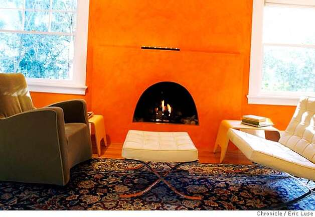 .JPG Pavlovic living room of her Palo Alto home wich features a a gas fired fireplace  H&G centerpiece on Palo Alto architect Gordana Pavlovic. Photographer:  Eric Luse / The Chronicle names cq from source MANDATORY CREDIT FOR PHOTOG AND SF CHRONICLE/ -MAGS OUT Photo: Eric Luse