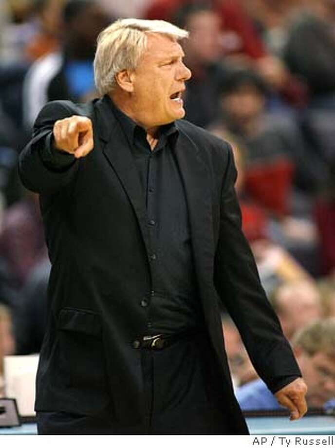 Golden State Warriors coach Don Nelson yells instructions to his team as they play the New Orleans Hornets in the second half of an NBA basketball game Tuesday, Jan. 2, 2007, in Oklahoma City. The Warriors won 97-98. (AP Photo/Ty Russell) EFE OUT Photo: Ty Russell