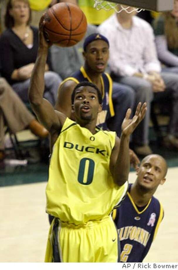 Oregon's Aaron Brooks (0) goes to the basket as California's Omar Wilkes (2) and Patrick Christopher look on in the second half of their basketball game Saturday, Jan. 20, 2007, in Eugene, Ore. (AP Photo/Rick Bowmer) Photo: Rick Bowmer