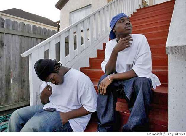 Travis Barrow and brother Andre Meredith hangout outside their home, Thursday, January 18, 2007, in Oakland, Ca. (Lacy Atkins/The Chronicle) MANDATORY CREDITFOR PHOTGRAPHER AND SAN FRANCISCO CHRONICLE/ -MAGS OUT Photo: Lacy Atkins