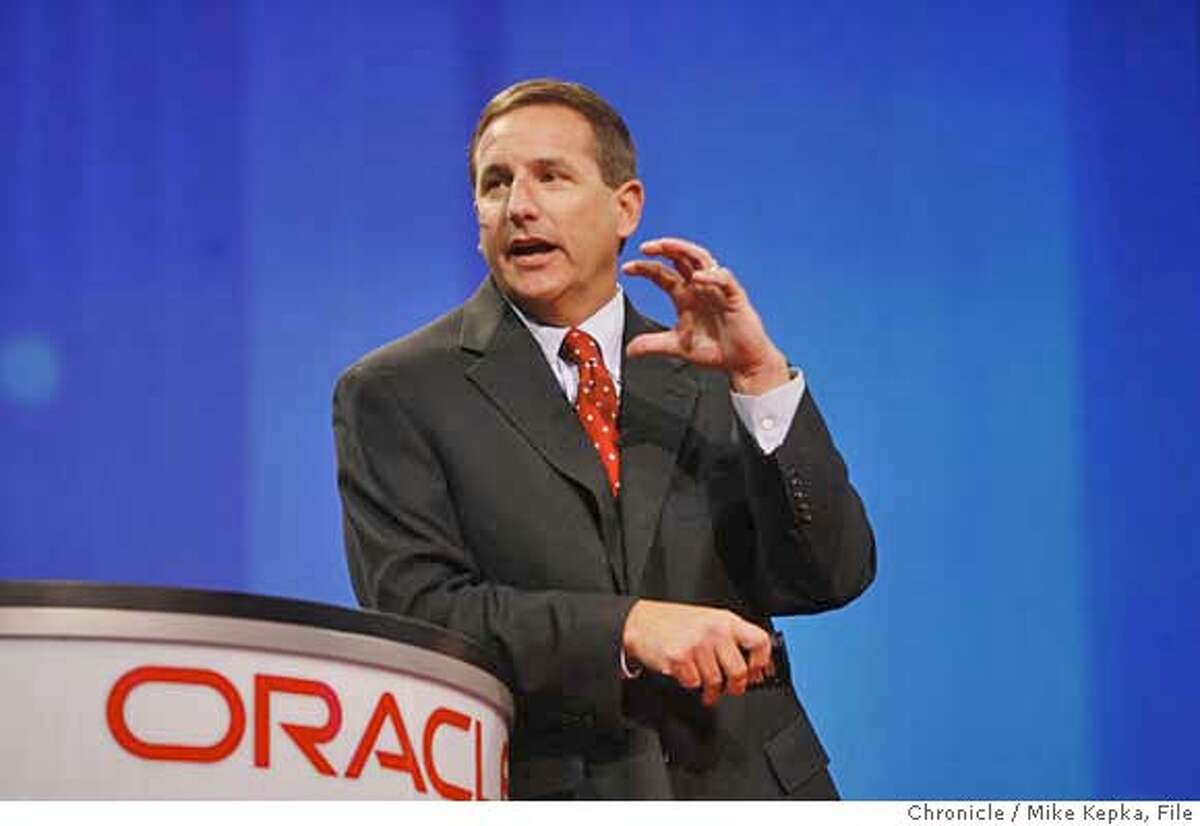 oracle00091_mk.JPG Chairman of the Board and CEO of HP, Mark Hurd gives his Tuesday morning speech on the Keynote stage at Oracle Open World 2006. Photo taken on 10/24/06. Mike Kepka / The Chronicle Mark Hurd (cq) event schedual Ran on: 11-17-2006 Hewlett-Packard chief executive Mark Hurd MANDATORY CREDIT FOR PHOTOG AND SF CHRONICLE/ -MAGS OUT